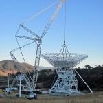 CC 2800-1 içando antena de recepção pela manhã