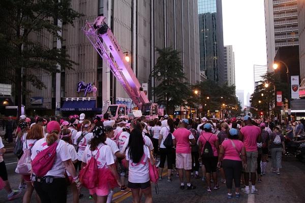 Guindaste T340 Terex contra o câncer de mama