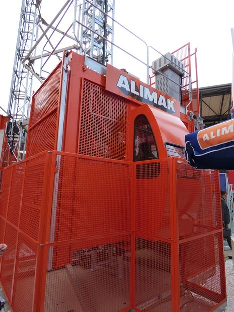 Elevador Alimak SC65/32, para pessoas e materiais.