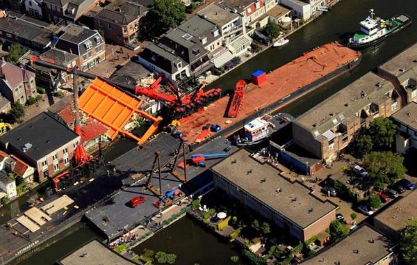 Acidente com 02 guinastes em balsa na Holanda